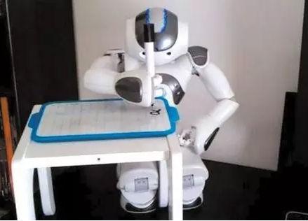 以纸媒为鉴,新媒体也有被机器人颠覆的那一天?