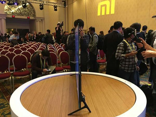 小米电视4惊艳CES 无边框极致薄至4.9毫米