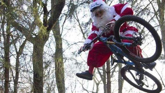 PE年终总结和平安夜神秘的圣诞老人
