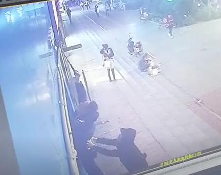 米耀大战烧到线下,长沙砸店事件很恶劣,雷军应管住小米员工的行为边界