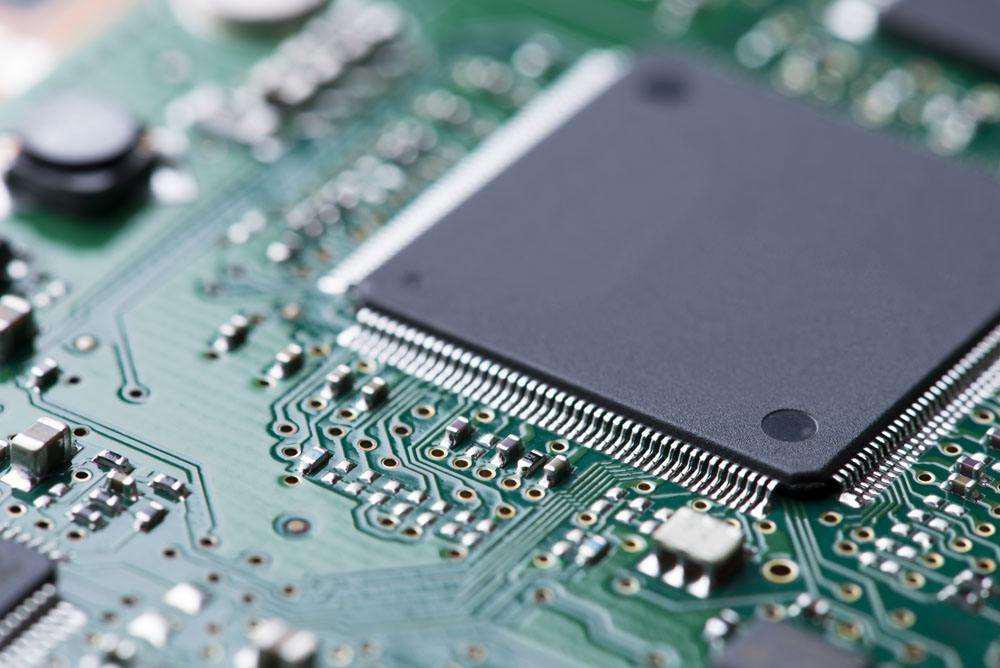 中企频斥重金购买光刻机 高端芯片自产加速
